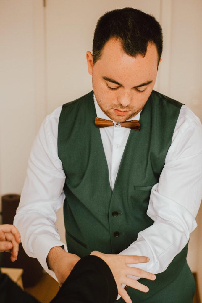 Préparatifs du marié chez ses parents