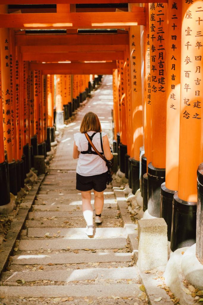 Descente du Fushimi Inari-Taisha à Kyoto au Japon