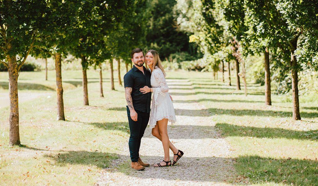 Couple amoureux dans le parc du Château de Seneffe